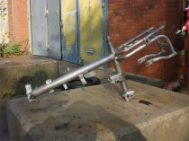 Entlackung von Motorradteilen und Rahmen mit Wasserhöchstdruckstrahlen - nachher