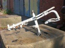 Entlackung von Motorradteilen und Rahmen mit Wasserhöchstdruckstrahlen - vorher